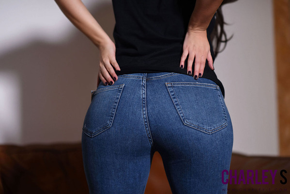 Hot Jeans - 01