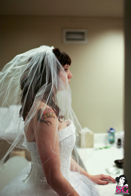 Tattood Emo Bride in White Pearls - 00