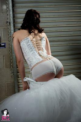 Tattood Emo Bride in White Pearls - 02