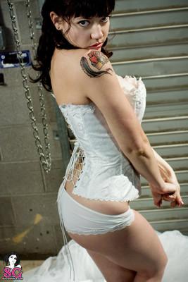 Tattood Emo Bride in White Pearls - 06