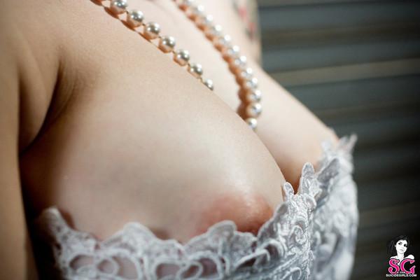 Tattood Emo Bride in White Pearls - 08
