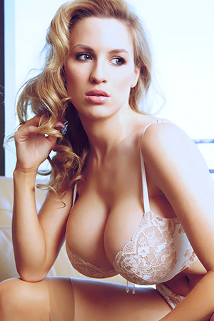 Jordan Carver in 'Sparkling' via