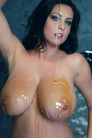 Ewa Sonnet in 'Mind-Blowing Honey Dripping' via Ewa Sonnet Official