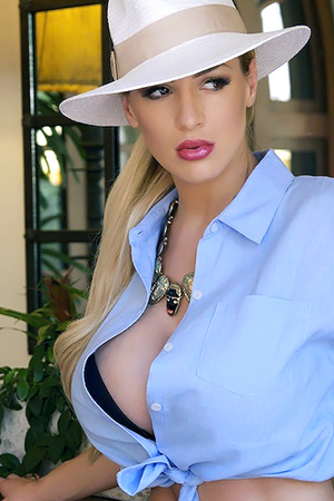 Jordan Carver in 'Panama' via