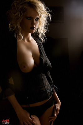 Curly Blonde - 02