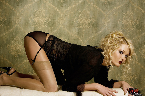 Curly Blonde - 05