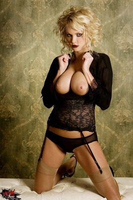 Curly Blonde - 07