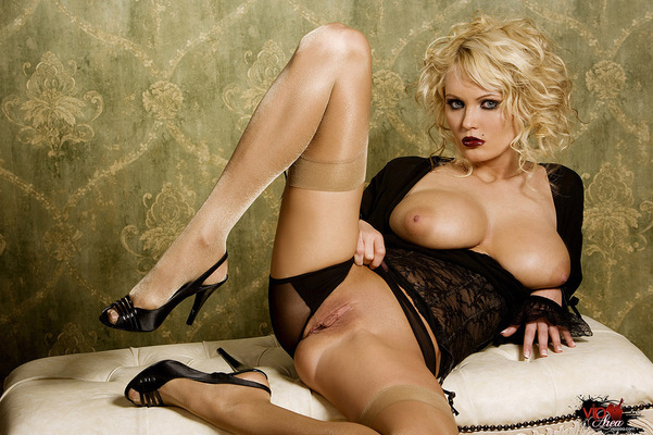 Curly Blonde - 09