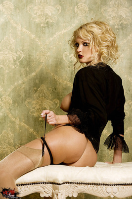 Curly Blonde - 10
